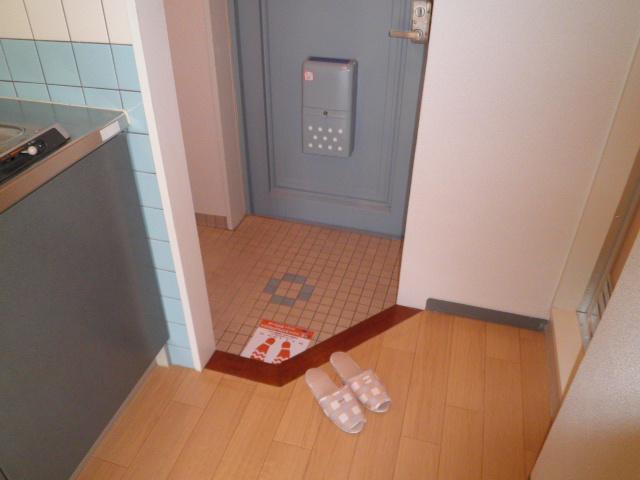 助信モンドEAST 105号室の玄関