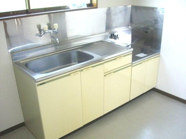フォーラム丸塚 Ⅱ 103号室のキッチン