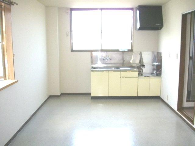 フォーラム丸塚 Ⅱ 103号室のリビング