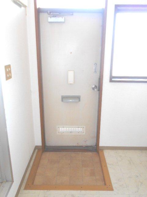 田園 102号室の玄関