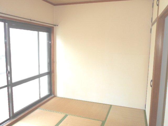 田園 102号室のリビング