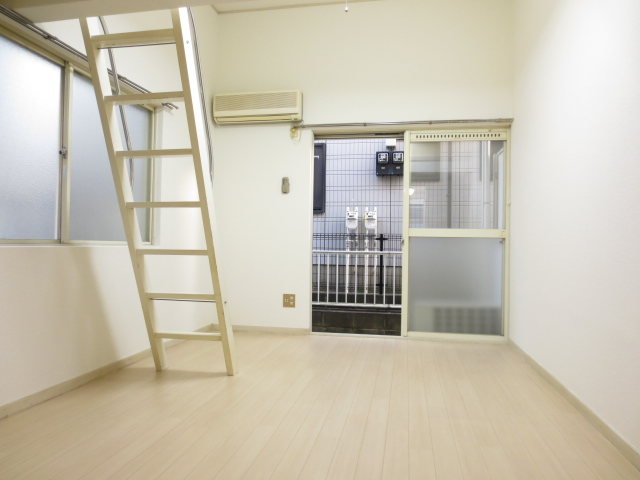 ジュネパレス新検見川第01 101号室のリビング