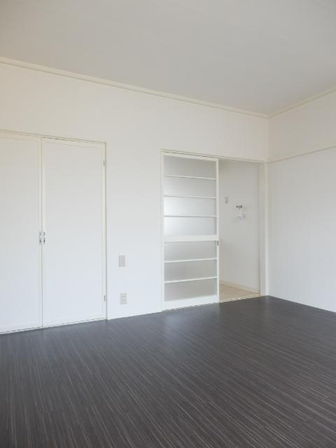 ルーム泉 5号室の玄関