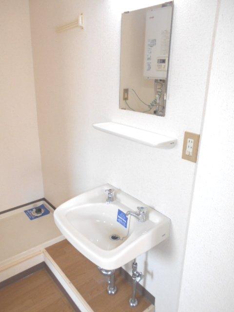シャトル 201号室の洗面所