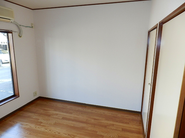 コーポセレナーデ 102号室のベッドルーム