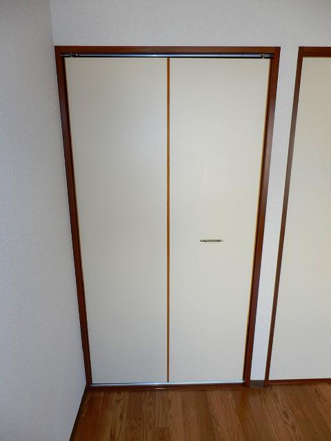 コーポセレナーデ 102号室の収納