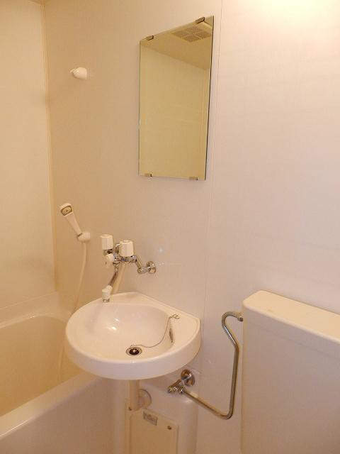 コーポセレナーデ 102号室の洗面所