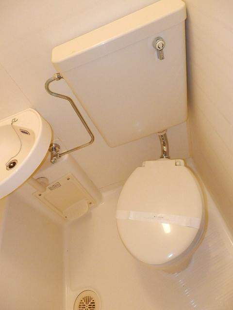 コーポセレナーデ 102号室のトイレ