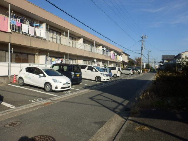 ファミール神田 205号室の駐車場