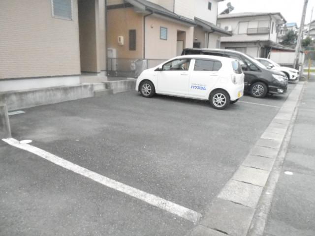 クワトロ泉A・B・C・Dの駐車場