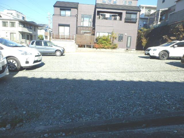 マンションはなき2 301号室の駐車場