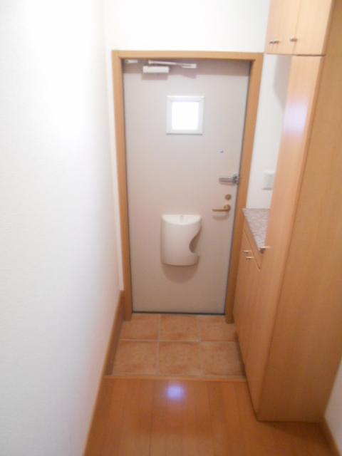めぞん アルモニー 02010号室の玄関