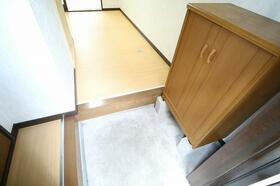 白百合 103号室の玄関