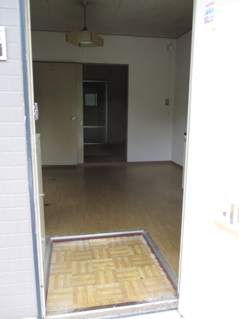 パナハイツ初生A 102号室の玄関