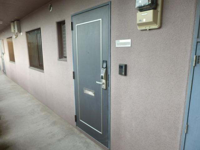 ラ・セフィーロⅦ 305号室の玄関