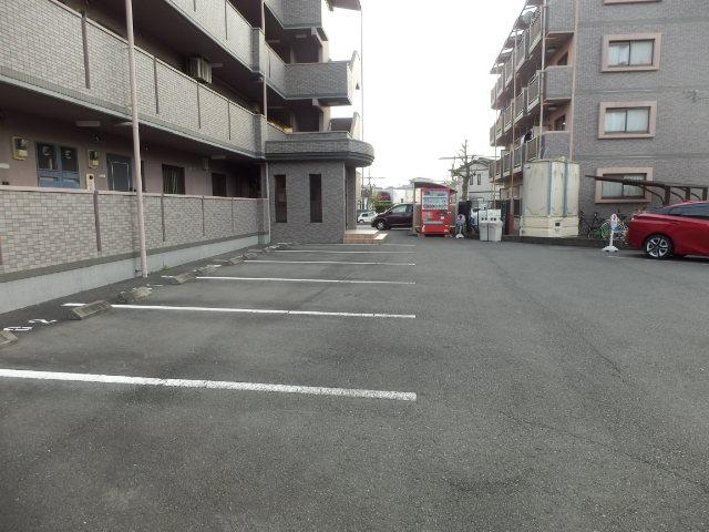 ラ・セフィーロⅦ 305号室の駐車場