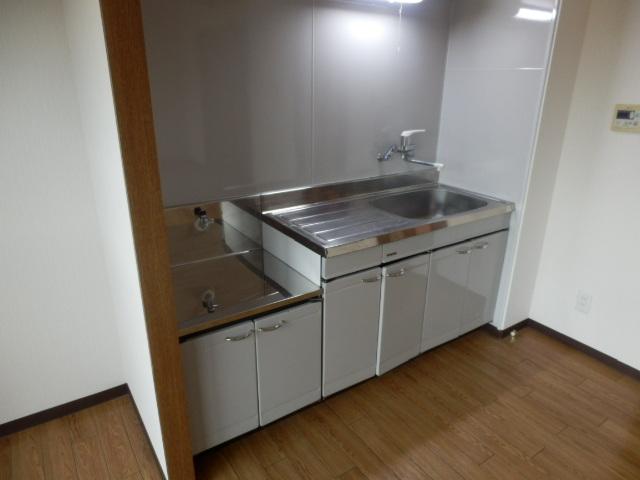ラ・セフィーロⅦ 305号室のキッチン