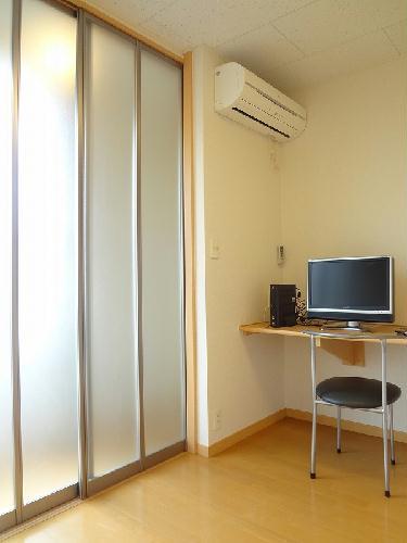 レオパレスバンビーノ花輪 104号室の居室