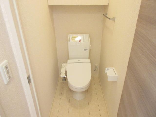 ソウソウ・ソンケン・リュウビ ソンケン 102号室のトイレ