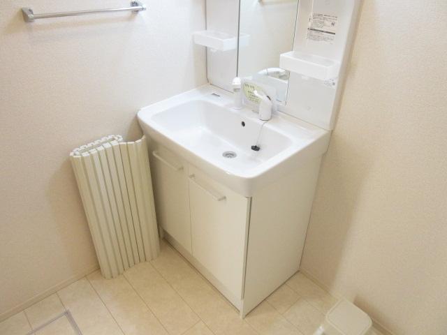 ソウソウ・ソンケン・リュウビ ソンケン 102号室の洗面所