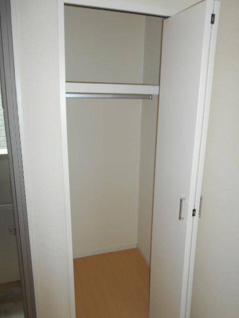 クレフラスト高丘B 102号室の収納