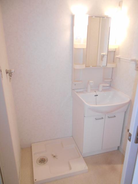 クレフラスト高丘B 102号室の洗面所