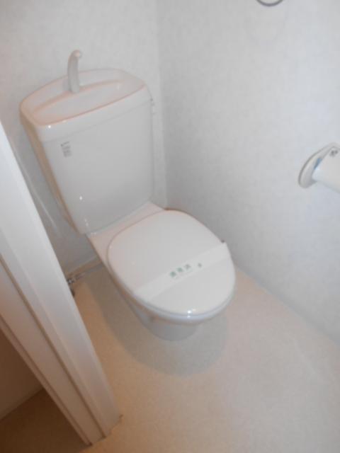 クレフラスト高丘B 102号室のトイレ