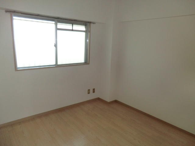 丸二サンハイツ 305号室のリビング