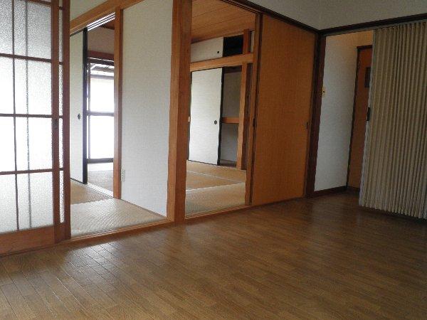 村山コーポ 202号室のリビング