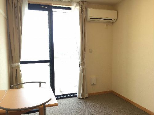 レオパレスエイムフル浜松 205号室のリビング