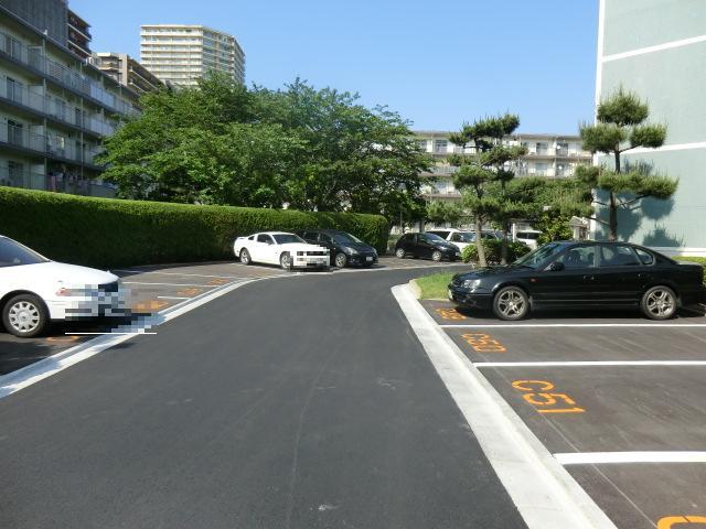高洲第一団地12号棟 401号室の駐車場