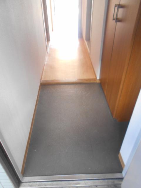 フローラ立野 103号室の玄関