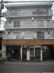 fメゾン堀田 303号室のエントランス