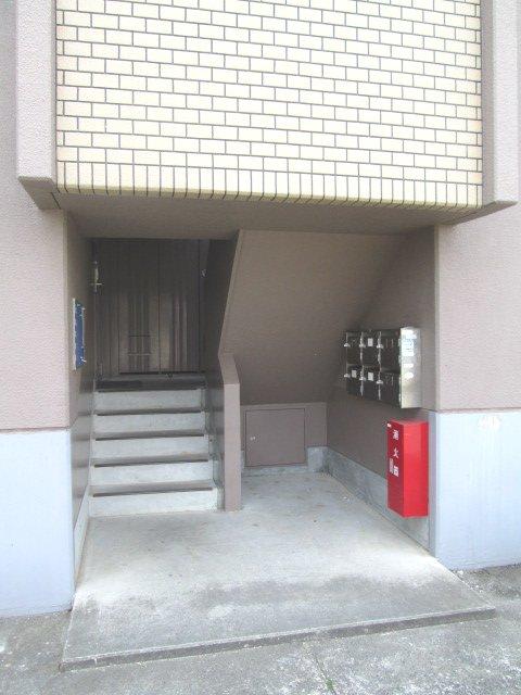 マンションストークV 101号室のエントランス