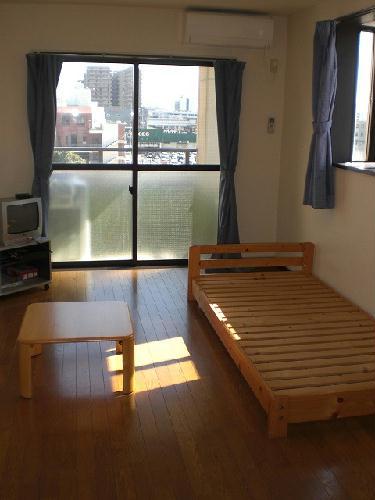 レオパレスアークコート 303号室の居室