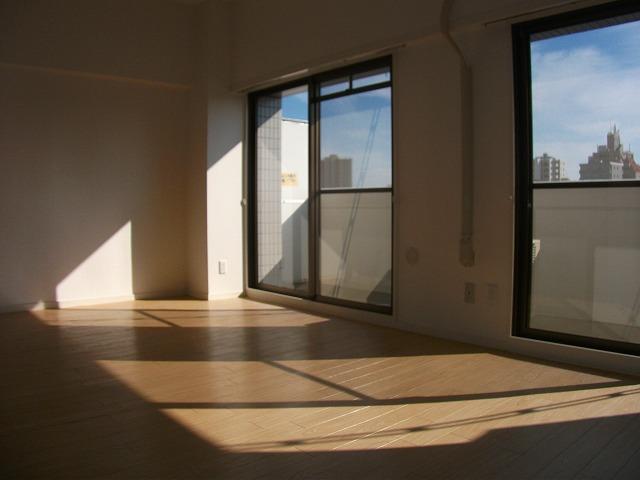 シティプレイス 602号室のリビング