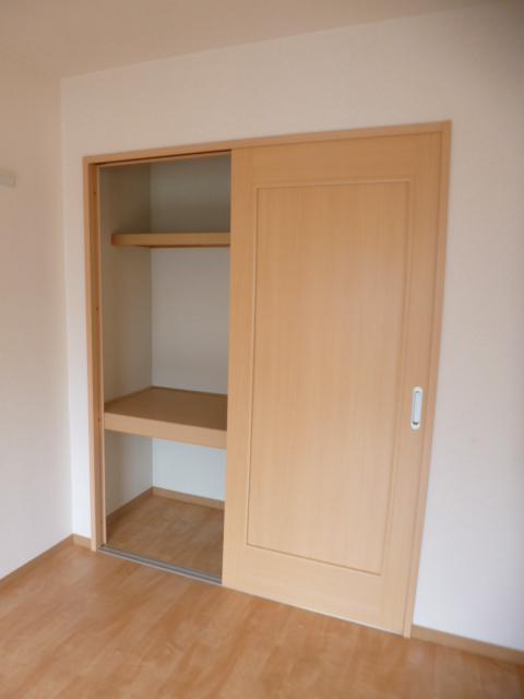 リンボックF 101号室の玄関