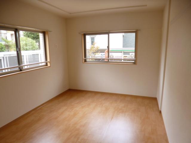 リンボックF 101号室の駐車場
