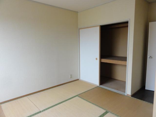 メゾン幸 102号室のベッドルーム