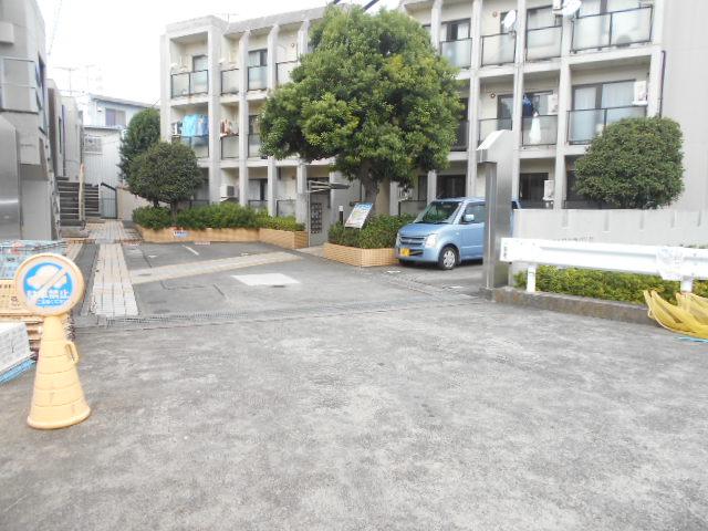 上島コモンコートD棟 203号室の駐車場