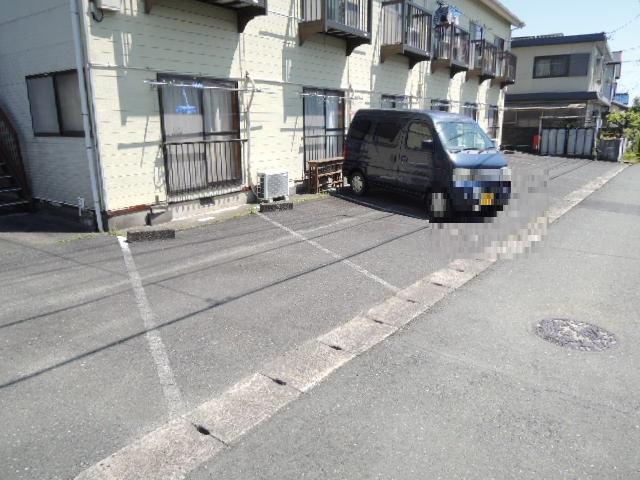 コーポスルガ台 201号室の駐車場