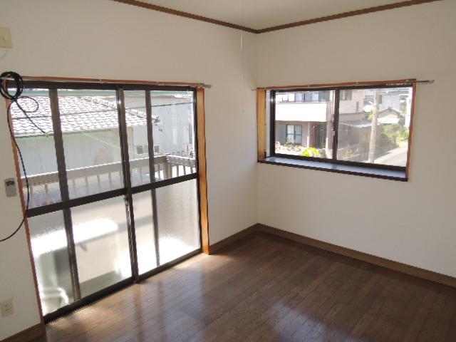 コーポスルガ台 201号室の居室