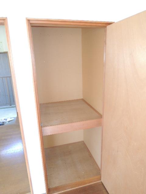 コーポスルガ台 201号室の収納