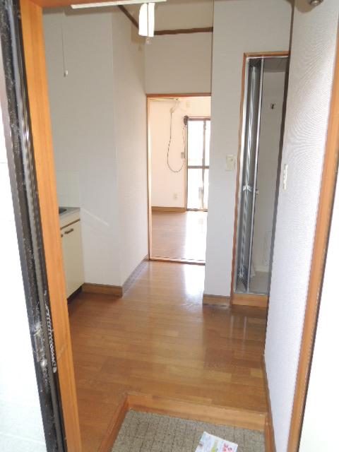 コーポスルガ台 201号室の玄関