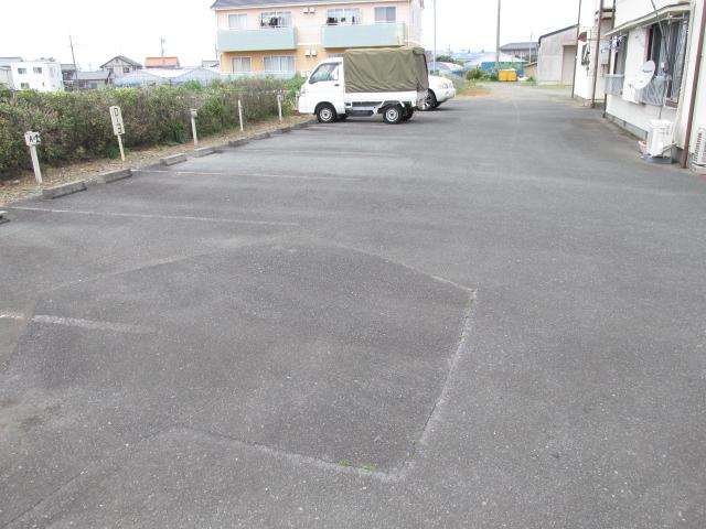三方原グリーンハイツB B-3号室の駐車場