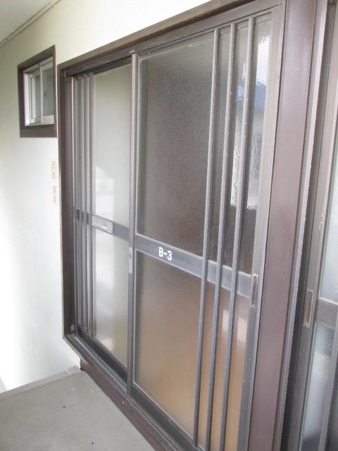 三方原グリーンハイツB B-3号室のエントランス