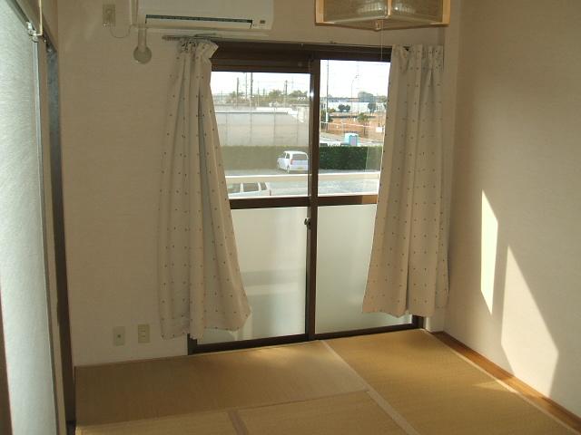 サンコーポカトー 203号室のリビング