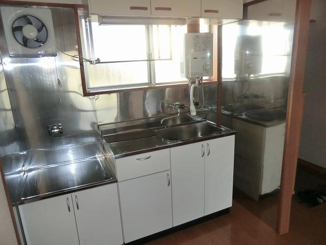 メゾン上条 205号室のキッチン