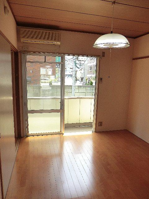 ハイツ小川(定期借家) 101号室のリビング