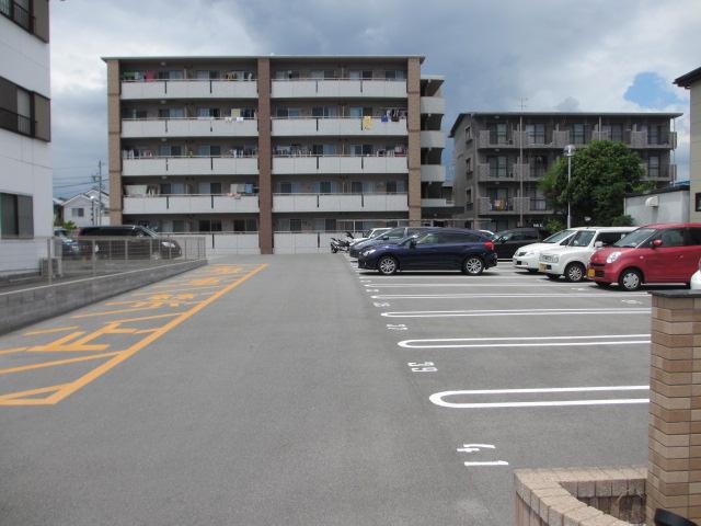 サンシャインユタカⅡ 103号室の駐車場
